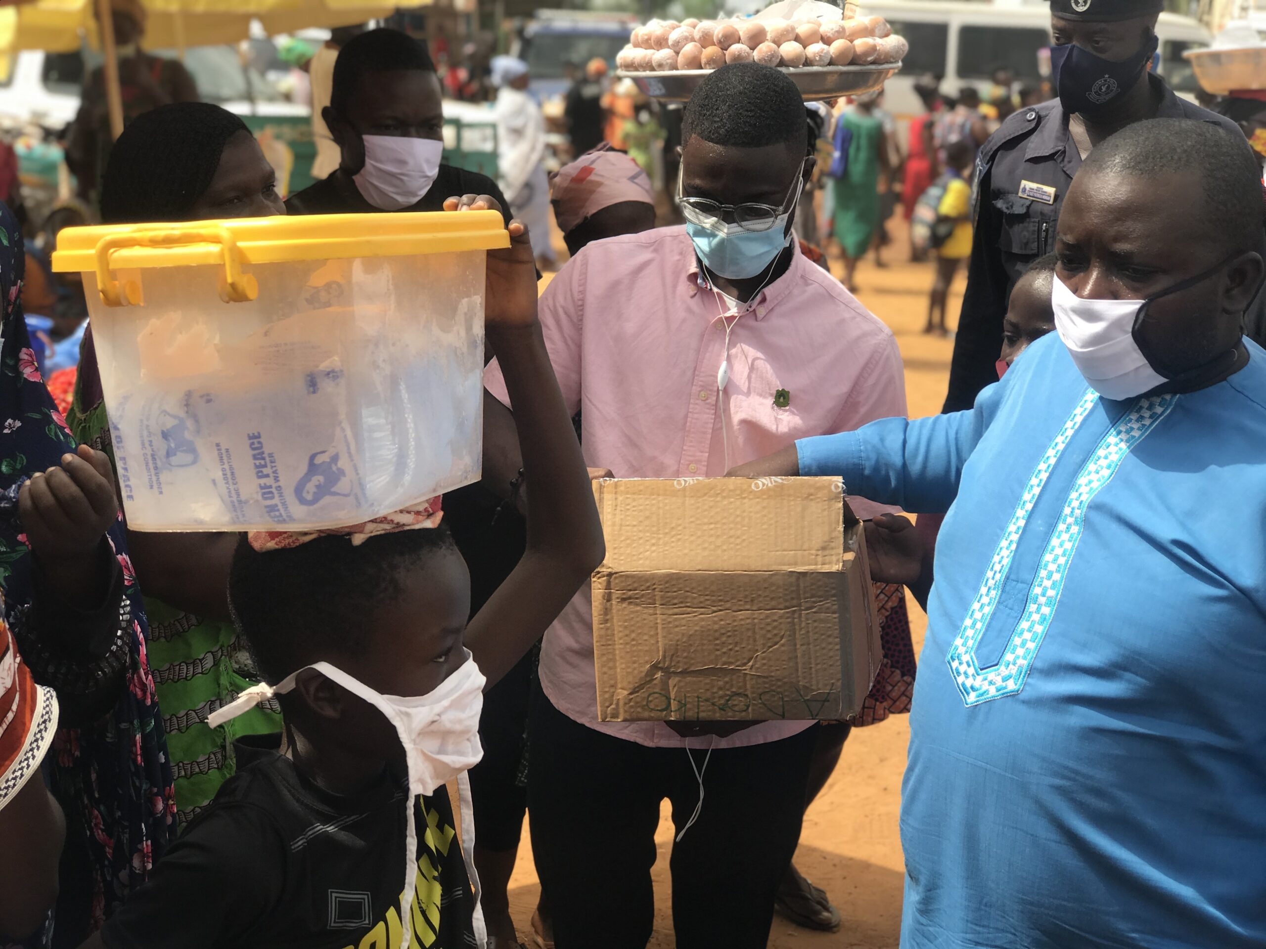 HON. YAWSON AMOAH GIVING OUT SANITIZER TO SOME MARKETERS AT AKONTOMBRA